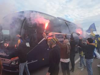 Honderden supporters geven spelers Waasland-Beveren warm onthaal maar nadien volgt koude douche