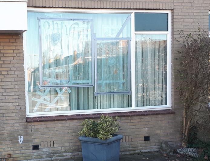 Bed In Woonkamer : Spijkenisser in woonkamer beschoten: ik zat rechtop in bed
