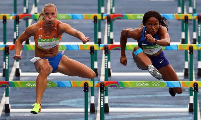 Nadine Broersen in actie op de 100 meter horden tijdens de Olympische Spelen in Rio de Janeiro.