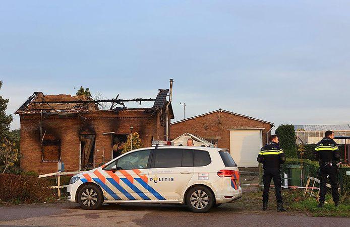 Bij een brand in Hedel raakten twee mensen gewond.