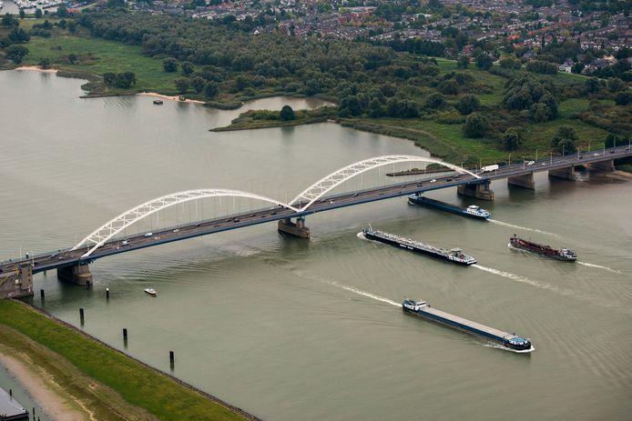 De Merwedebrug bij Gorinchem wordt bij de verbreding van de A27 vervangen door een compleet nieuwe brug én er komt een tweede brug naast te liggen.