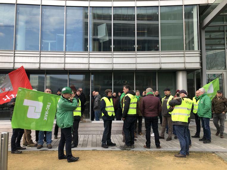 Donderdagochtend protesteerden enkele tientallen werknemers voor de vestiging van Atos in Zaventem.