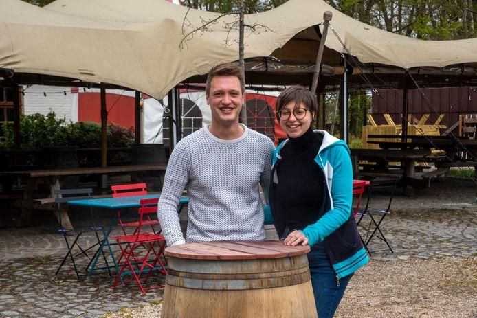 Robin en Shana zijn klaar voor de heropening met het grootste terras van Wetteren.