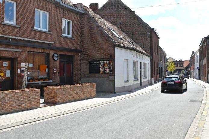 De Salinusstraat wordt afgesloten voor het verkeer en dat is goed nieuws voor de horecazaken die hun terras op straat mogen uitbreiden.