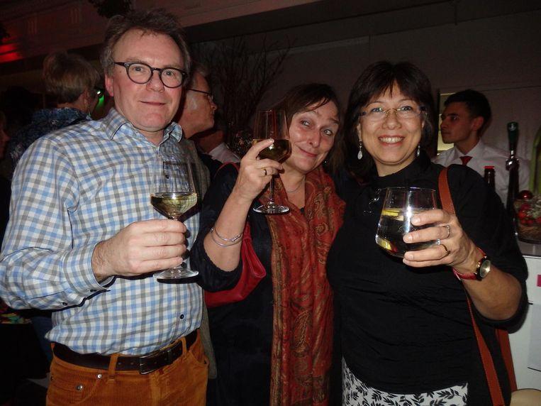 De medemakers: vormgever Erik van Rosmalen en journalisten Corrie Verkerk en Pay-Uun Hiu Beeld Schuim