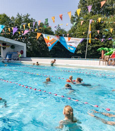Zwemvierdaagse in Zwartsluis niet alleen voor plezier: 'Belangrijk om zwemvaardigheid bij te houden'