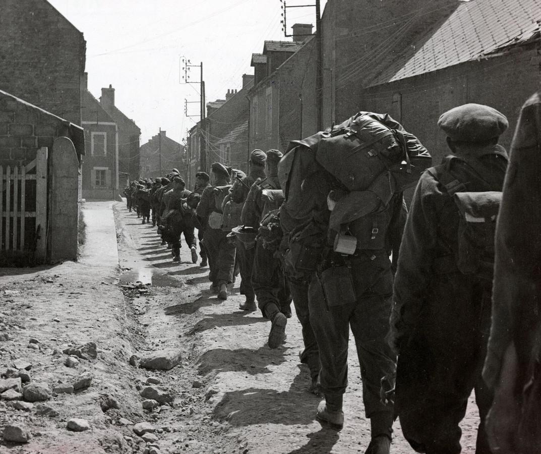 Leden van de Prinses Irene Brigade kort na aankomst in Normandië in de zomer van 1944.