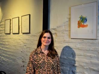 Lisa (21) cureert eerste expo in 'Met Tijd en Boterhammen'