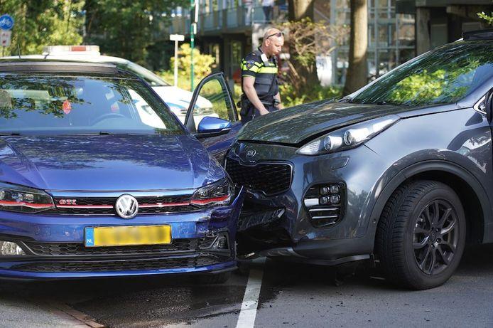 Bij een ongeluk in Rijen is een automobilist gewond geraakt.