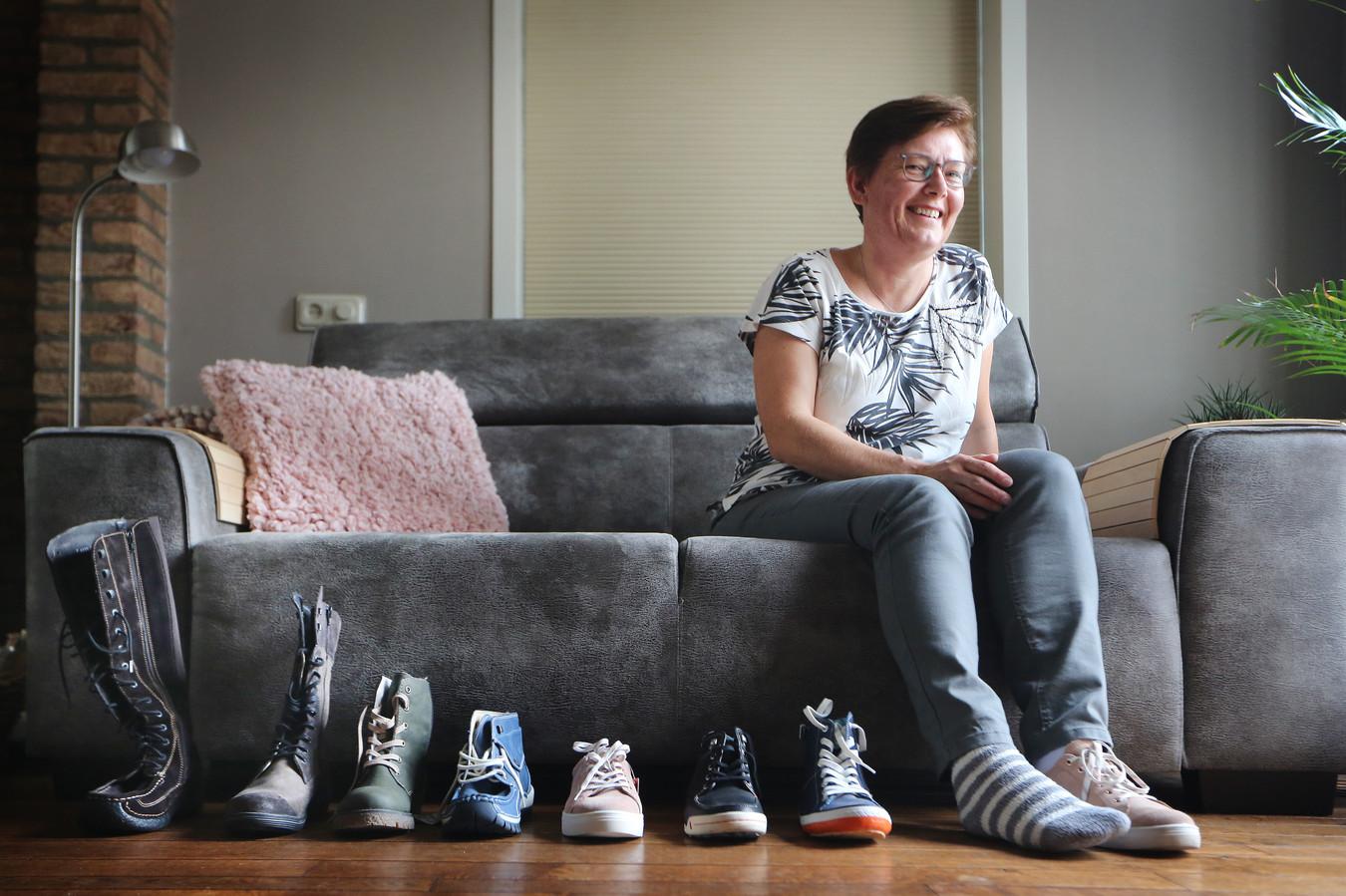 Rijen - Angèle Knaapen heeft het Complex Regionaal Pijn Syndroom (CRPS) en kan daardoor géén gewone schoenen aan haar rechtervoet verdragen. Iemand interesse in damesschoenen - enkel rechts - maatje veertig?