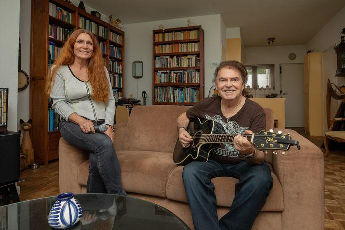 René Nodelijk  en Anja Exterkate vormen samen als vanouds de Haagse band Renée and the Alligators.