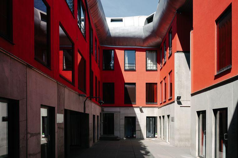 Met Hangar d'Amour wil Oostende prostituees een veilig werkplek bieden, naar het voorbeeld van Villa Tinto in het Antwerpse Schipperskwartier waar een dokterspraktijk en politiekantoor aanwezig is. Beeld Damon De Backer
