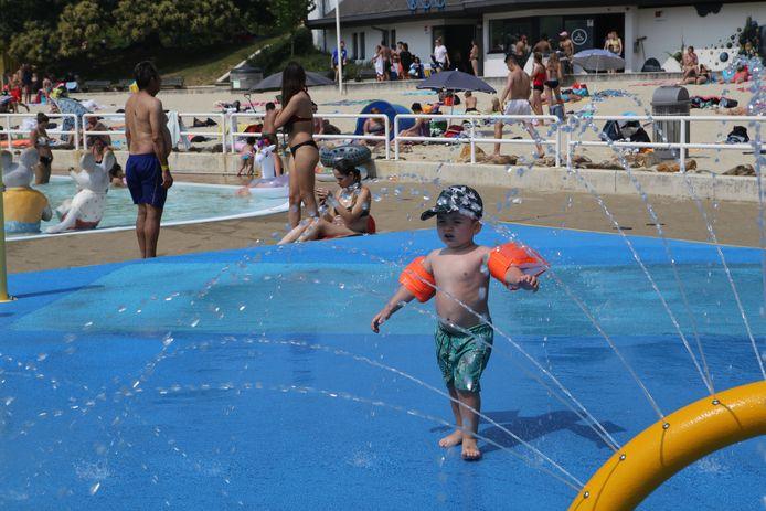 De zwembaden waren tot voor kort nog leeg maar nu mogen mensen weer komen zwemmen, PVDA vindt dat elke Diestenaar dat gratis moet kunnen doen.