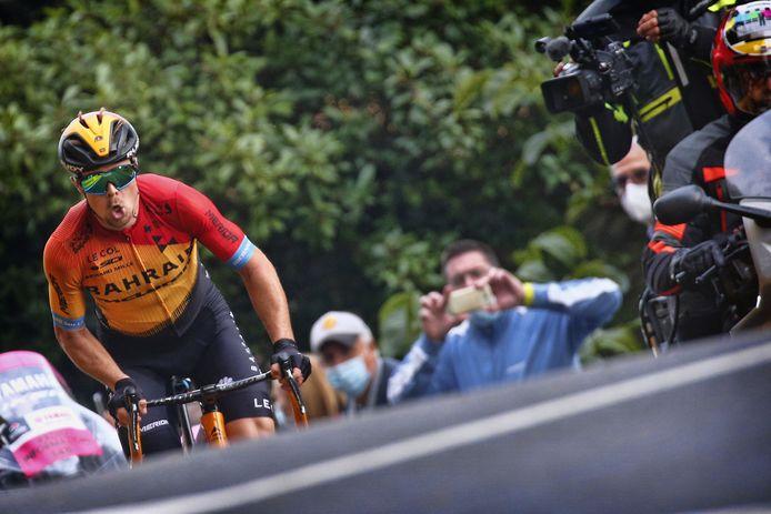 Jan Tratnik alleen aan de leiding. Hij werd op de laatste klim teruggepakt door Ben O'Connor.