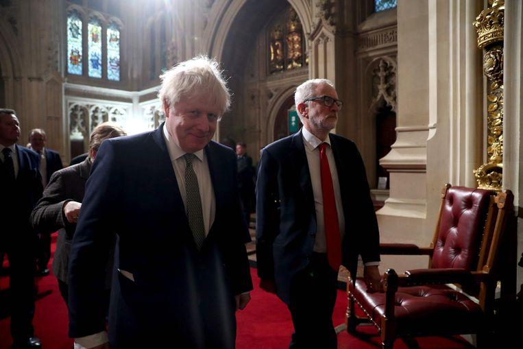 Boris Johnson en Jeremy Corbyn op weg naar de troonrede.  Beeld AFP