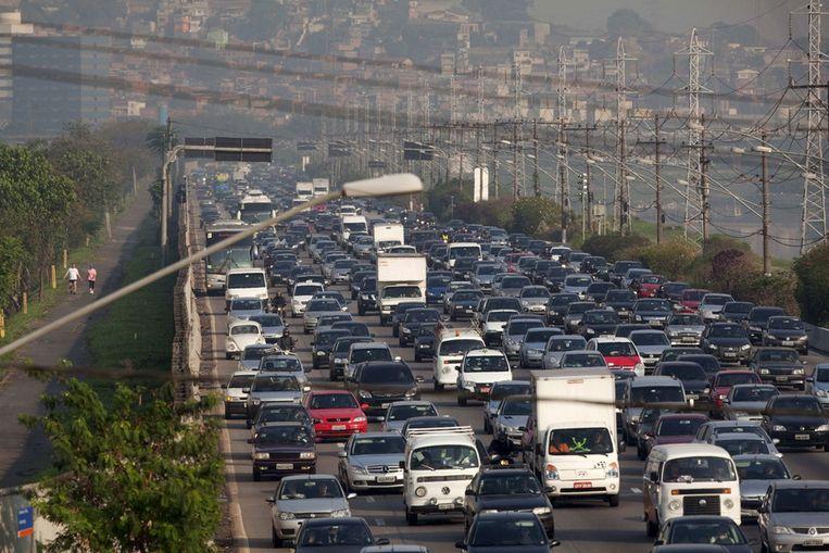 Auto-gerichte steden brengen files, vervuiling en ziekten met zich mee Beeld epa