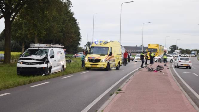 Jongen (14) raakt ernstig gewond door botsing met bedrijfsbus in Terborg