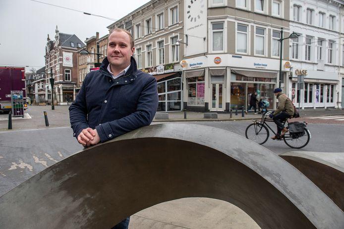 Thierry Aartsen op het Van Coothplein staat op nummer 11 op de kandidatenlijst van de VVD voor de Tweede Kamer.
