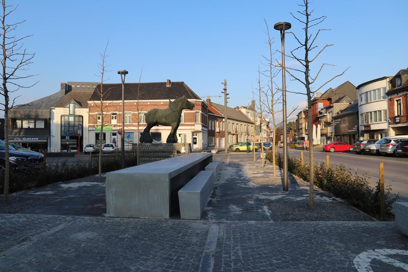 De wandeling start aan de Markt van Sint-Kwintens-Lennik.