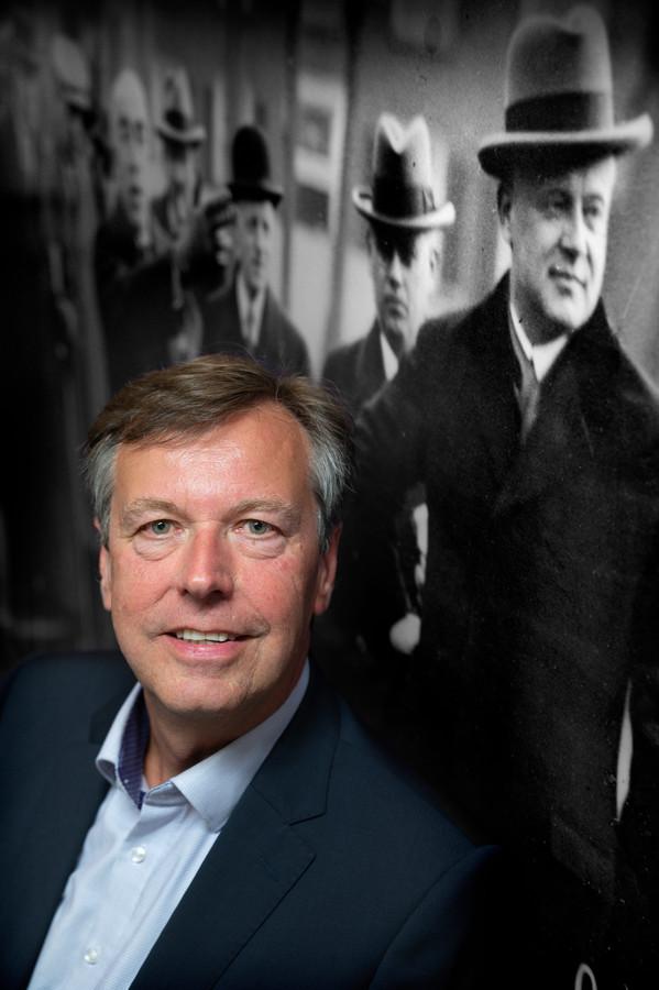 Archivaris Rolf Hage vertrekt bij het Stadsarchief.