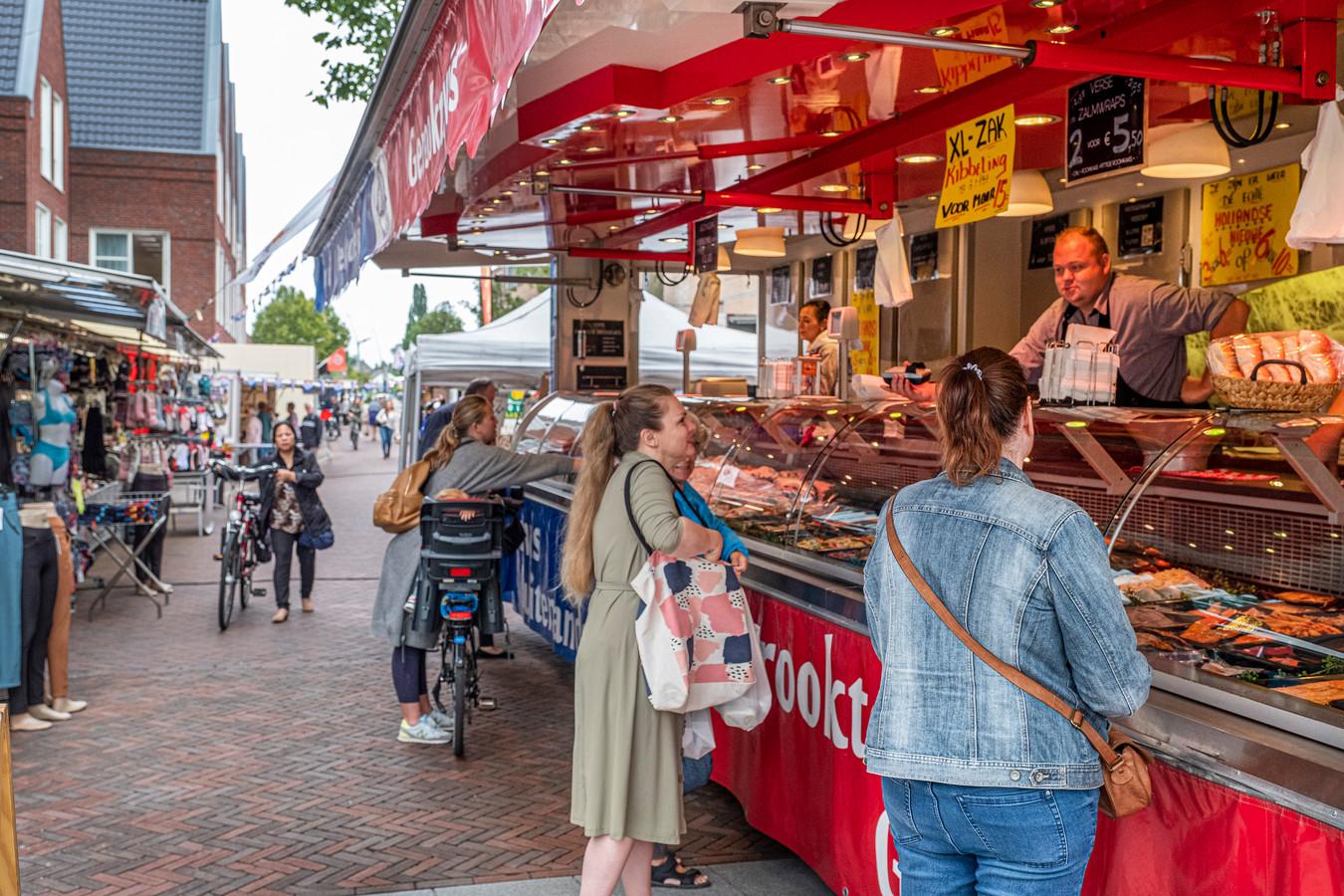 De markt van Cuijk (elke woensdag) staat sinds dit voorjaar tijdelijk op de Zwaanstraat.