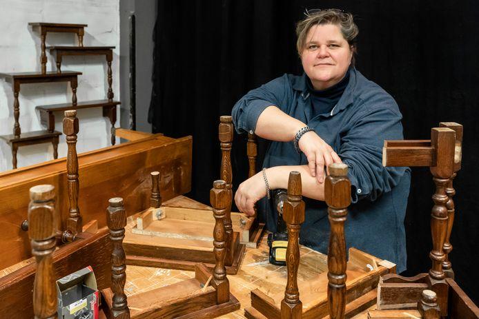 Het Nieuwe Boeren-avontuur zit er op voor Claire Meulenbroek die nu tijdelijk in Vught woont en straks weer naar haar klushuis in Frankrijk vertrekt.  ,,Ik ben altijd wel bezig met iets zoals nu met het maken van kasten van oude meubels.''