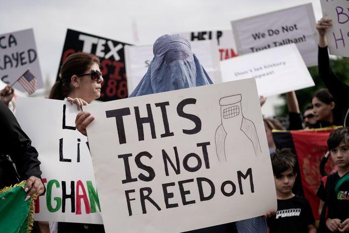 Betogers verzamelen voor het Witte Huis in Washington.