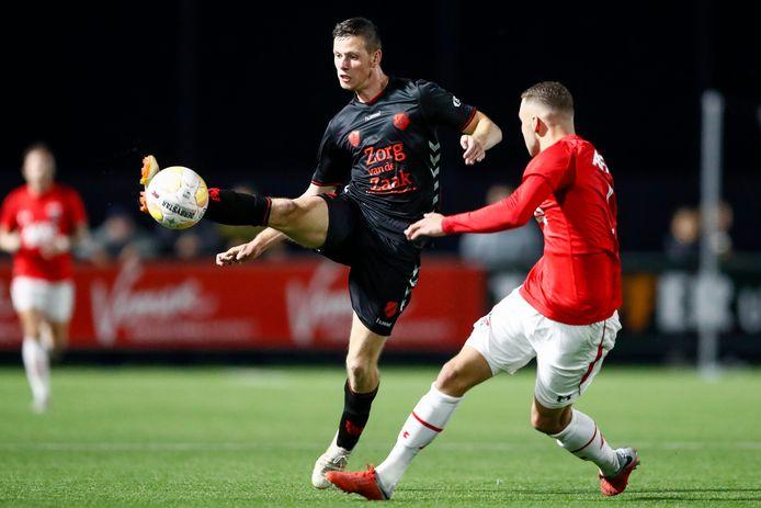 Jong Utrecht-speler Nick Venema en Mauro Savastano  van AZ in actie.