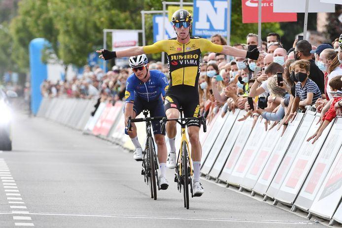 Pascal Eenkhoorn sprintte aan het einde van de Heistse Pijl sneller dan Yves Lampaert. Medevluchter Jonas Rickaert speelde in de laatste hectometer niet meer mee.