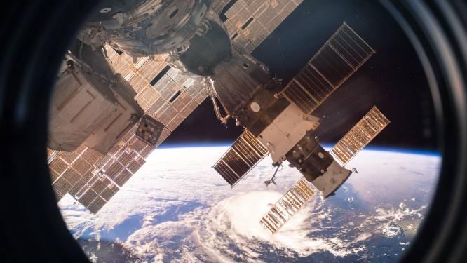 Bemanning van ruimtestation ISS zoekt met speciale microscoop naar lek in de wand (en mogelijk is er nog één)