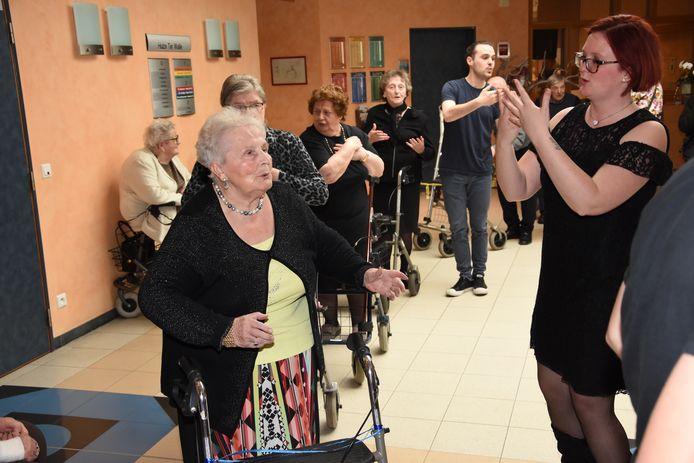 Rock-'n-rollatordans in Huize Ter Walle - Voor Bernice Vandendorpe (80) de ideale uitlaatklep