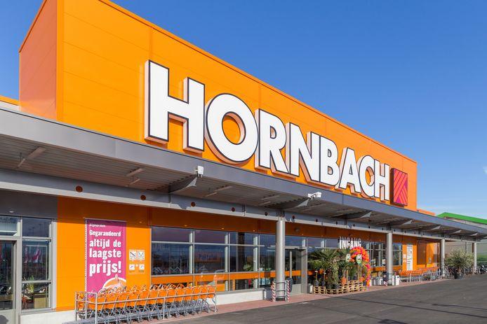 Hornbach breidt verder uit.