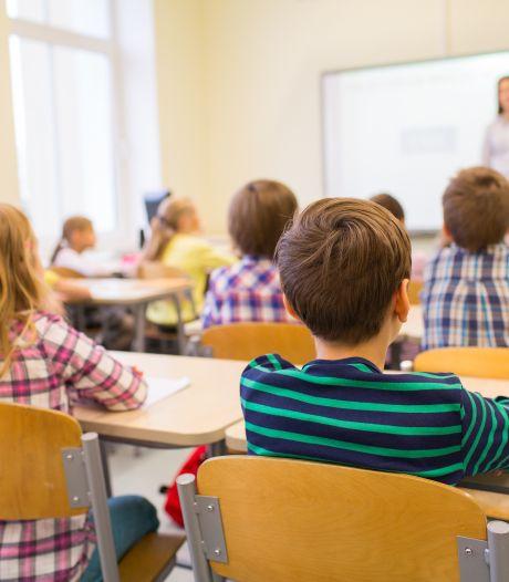 Scholen in Middelburg piepen en kraken van ouderdom