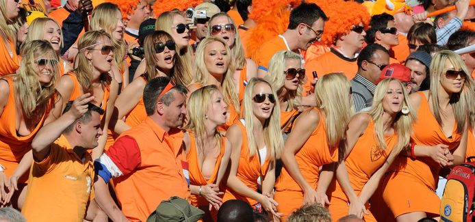 De Bavaria Babes op de tribune tijdens het WK in Zuid-Afrika