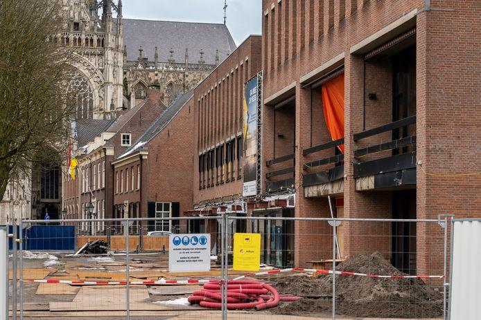 De sloop van het Theater aan de Parade gaat medio april beginnen, verwacht de gemeente.