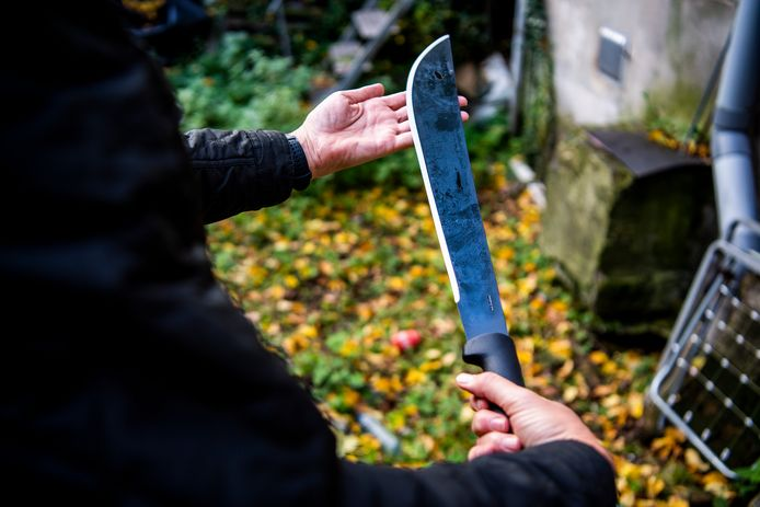 Het Openbaar Ministerie heeft het afgelopen jaar tientallen zaken van messengeweld onder minderjarigen aangebracht. De verdachten worden steeds jonger, lijkt het.