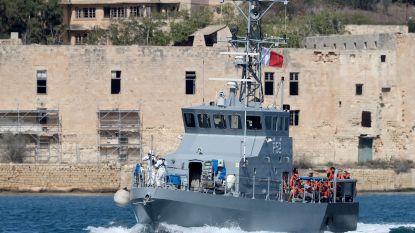 Aquarius draagt migranten over aan Malta