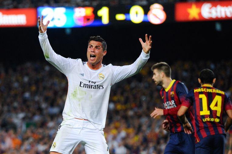 Een razende Ronaldo na een niet gefloten strafschop. Beeld GETTY