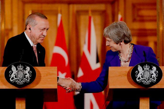 May legde een verklaring af aan de zijde van de Turkse president Erdogan.