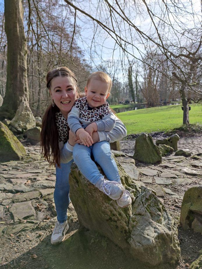 Charon Regter met dochter Lynn.