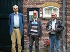 Koningin Amalia bezoekt Bruinisse, het nieuwe centrum van de gemeente van Schouwen tot Tholen; 'Een boek vol bekende ankerpunten'