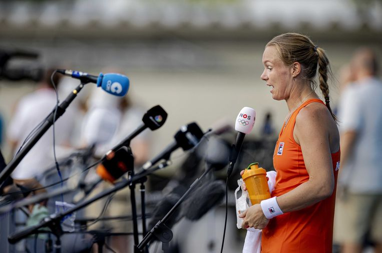 Kiki Bertens staat de pers te woord na haar verloren partij tegen Marketa Vondrousova. Beeld ANP