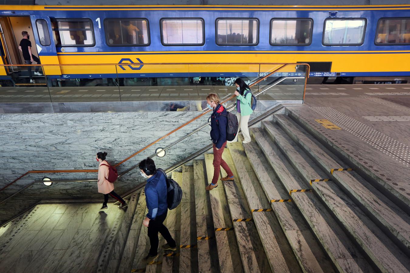 Op het station van Breda is het ook tijdens de spits in coronatijd rustig.
