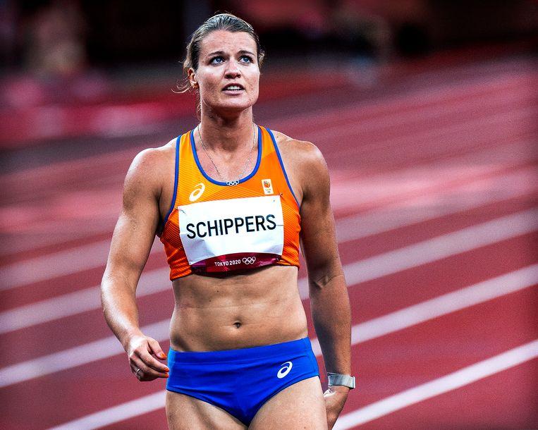 Dafne Schippers wordt uitgeschakeld in de halve finale. Ze kijkt direct na de finish naar het scorebord en ziet dat haar tijd en plaats niet voldoende zijn om de finale te halen. Beeld Klaas Jan van der Weij