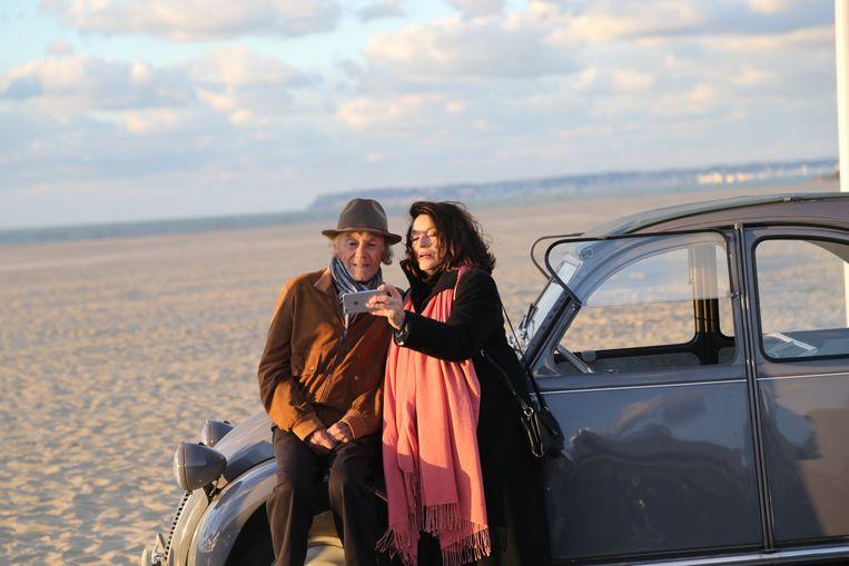 Tachtigers Trintignant en Anouk Aimée als Jean-Louis en Anne in Les plus belles années d'une vie. Beeld