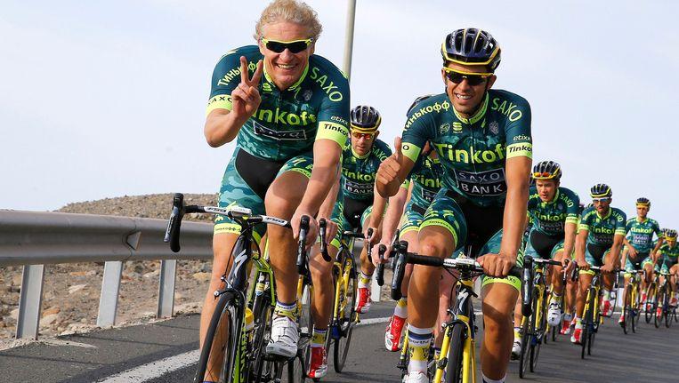 Oleg Tinkov naast Alberto Contador op de fiets. Beeld PHOTO_NEWS