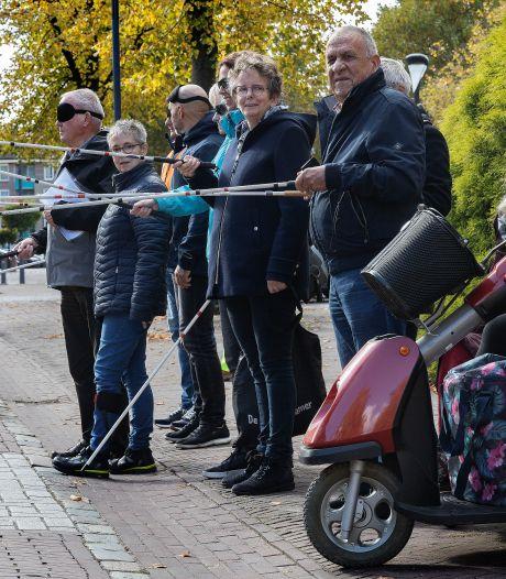 Veilig oversteken in Best door slechtzienden en blinden: 'Wel uitkijken met die stok hoor!'