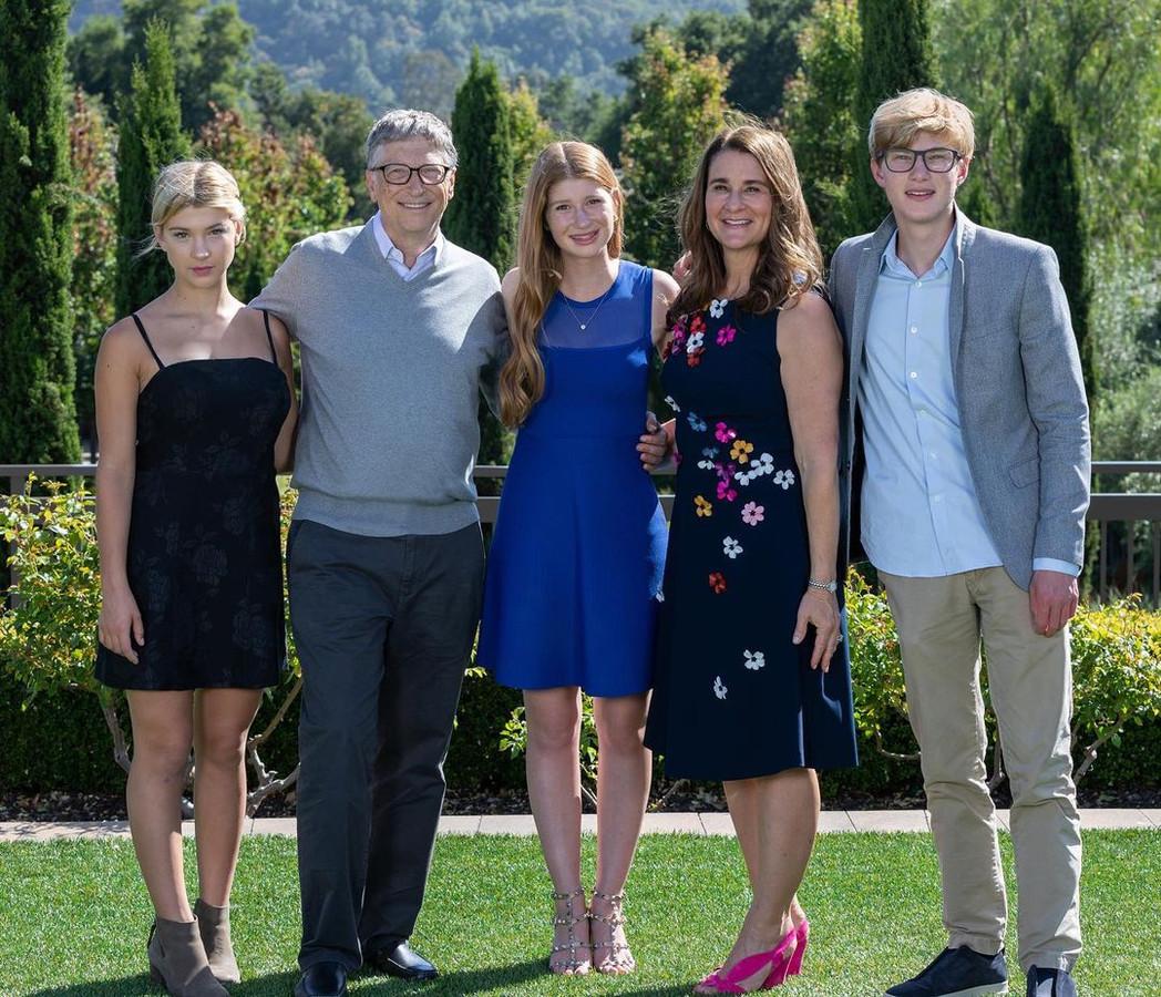 Het gezin van Bill en Melinda Gates in 2019: (v.l.n.r.) Phoebe, Bill, Jennifer, Melinda en Rory.