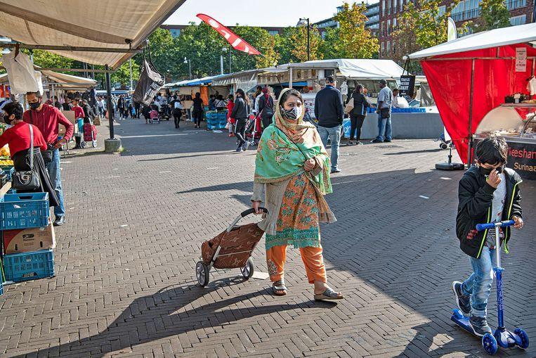 Markt bij Ganzehoef op een rustige nazomerdag. Beeld Guus Dubbelman / de Volkskrant