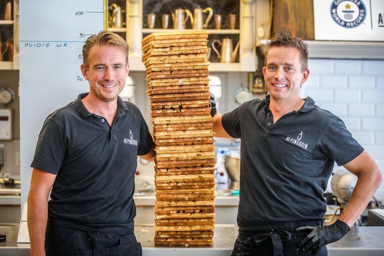 De broers Michel en Francis De Buck hebben het record wafels stapelen verbroken.
